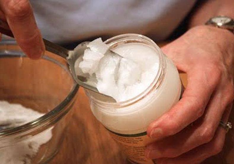 Хүнсний сода, коксын тосоор 7 хоногт 3 удаа нүүрээ угаа! Сарын дараа гайхамшгийг мэдрэх болно