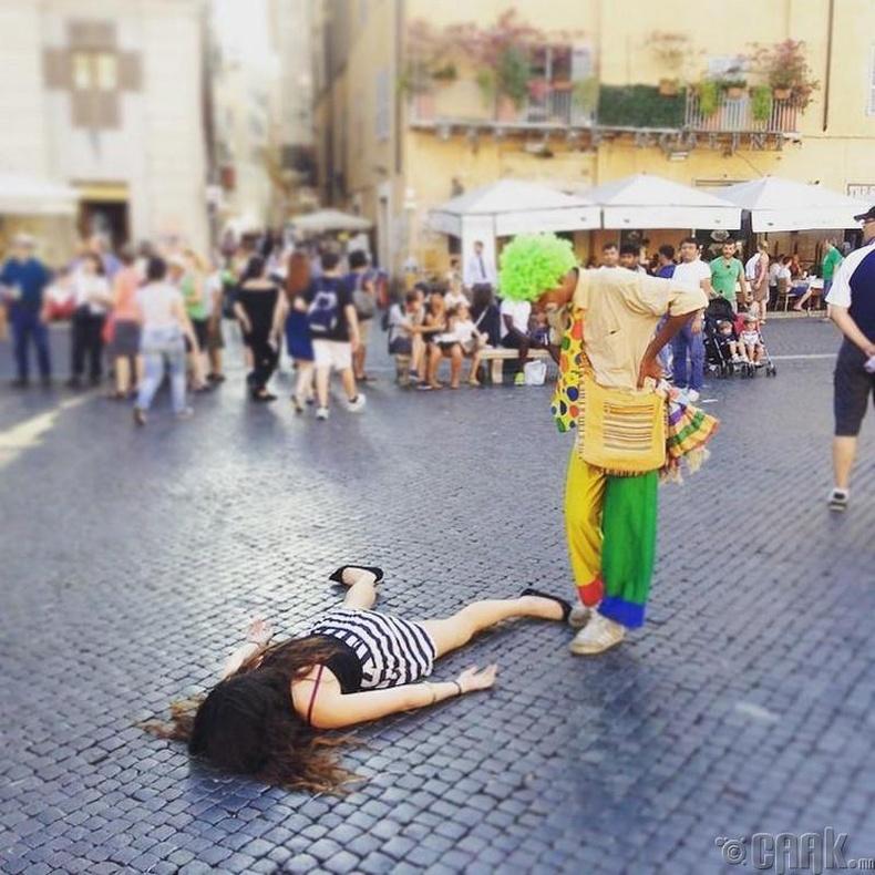 Ром хот, Итали