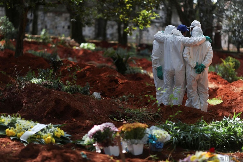 Бразилийн хамгийн том Вила Формоса оршуулгын газарт, 4 сарын 2