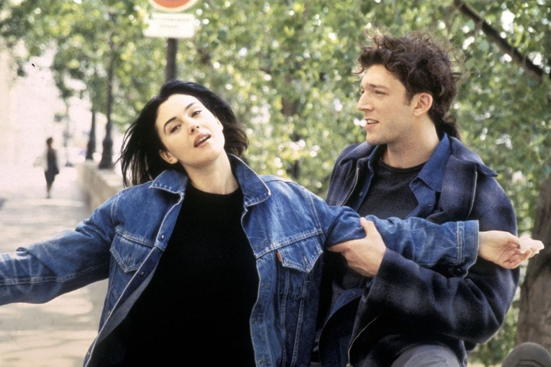 """Моника Беллуччи болон Венсан Кассель  """"The Apartment"""" киноны үеэр, 1996 он."""