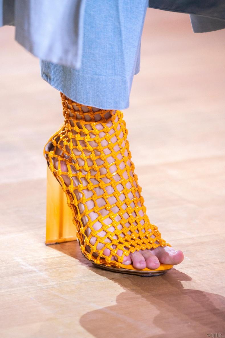 Нэхээстэй загварын гутал