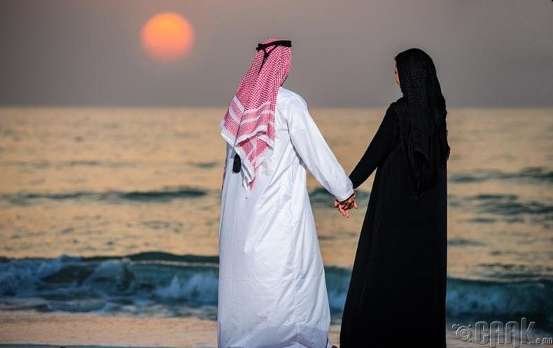 Олон нийтийн газар эхнэрийгээ үнсвэл шийтгэлтэй - Дубай