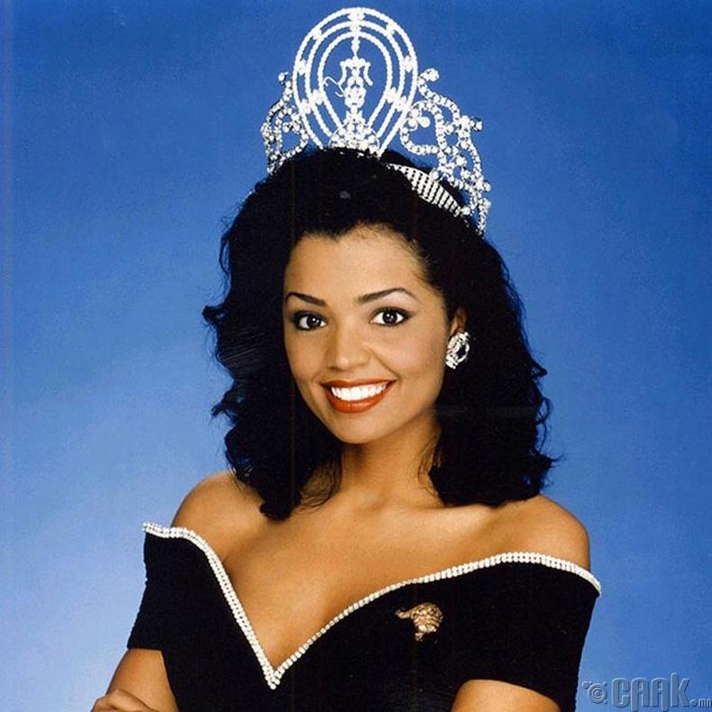 """""""Miss Universe-1995""""-ын ялагч:  Амеркийн гоо бүсгүй Челси Смит, 21 настай, 173 см өндөр."""