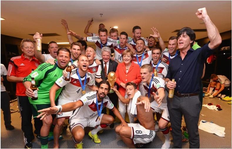 Меркел хөл бөмбөгд үнэхээр их дуртай
