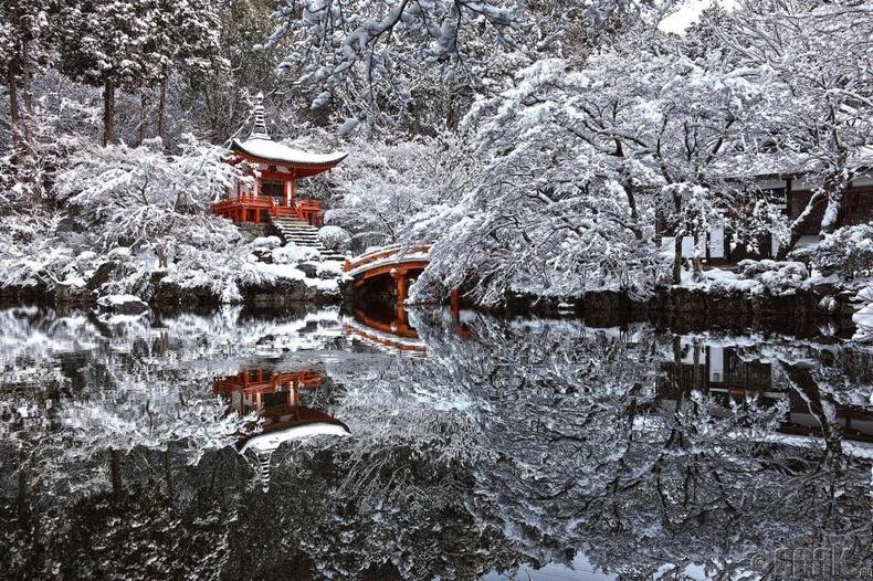 Японы Киото дахь сүм, цас орсны дараа