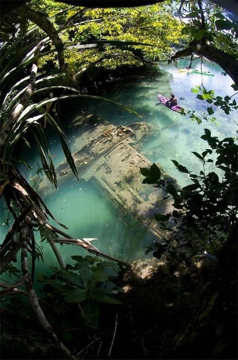 Гуамын эрэг орчмын гүехэн усанд Дэлхийн II дайнд сүйдсэн японы онгоц