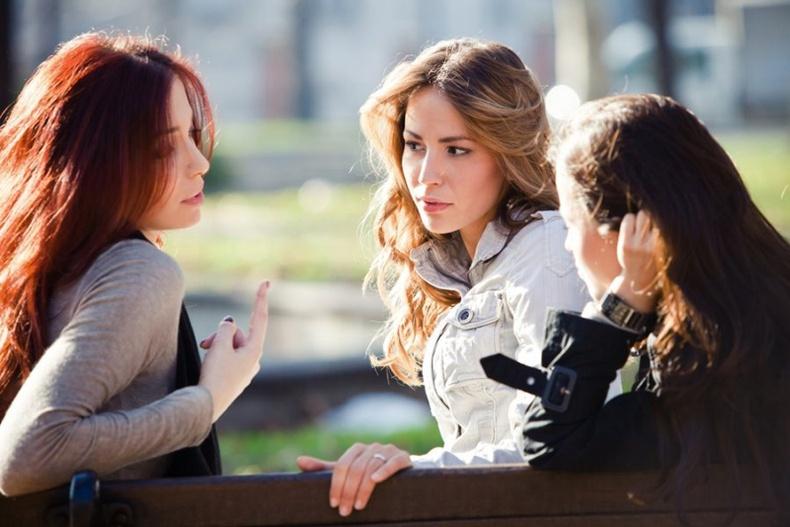 Үргэлж бусдын яриаг тасалдаг хүмүүстэй хэрхэн харьцах вэ?