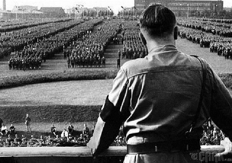 Гитлер өөрөө өөрийнхөө ухуулганд орсон нь