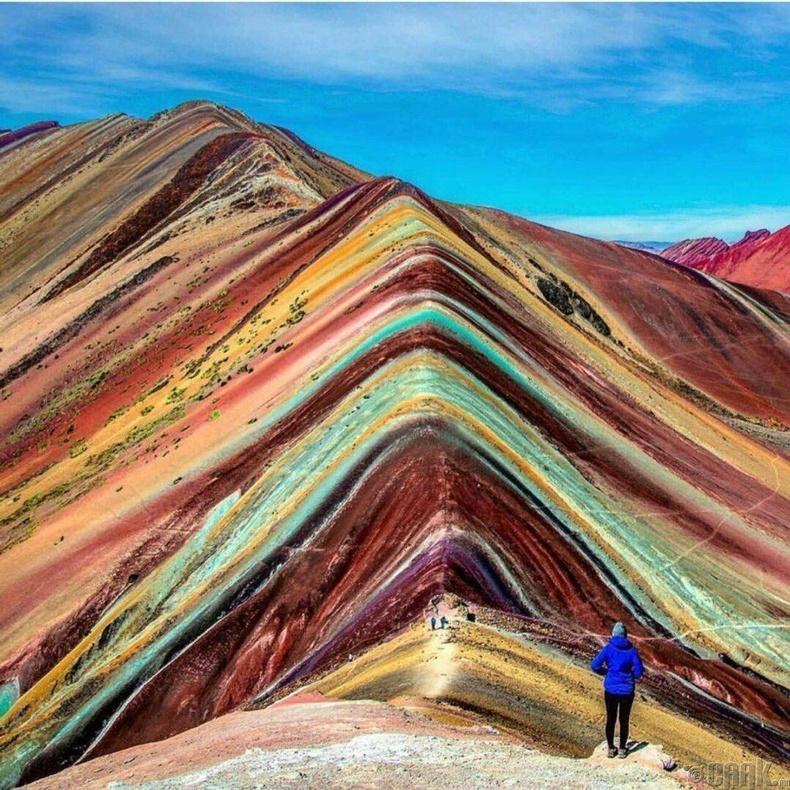 Өнгө алагласан уул - Перу