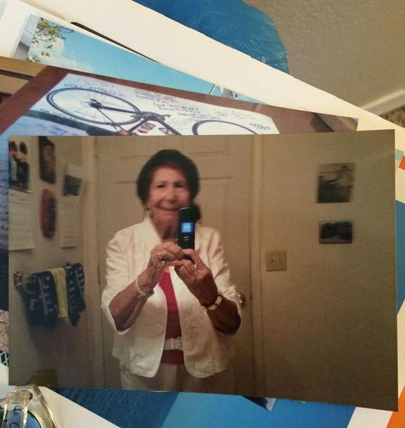"""""""Эмээ өөрийн зургаа угаалгаад, шуудангаар явуулжээ"""""""