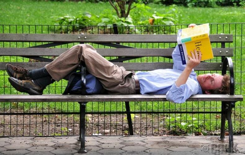 Жилд хамгийн багадаа 10 ном унш