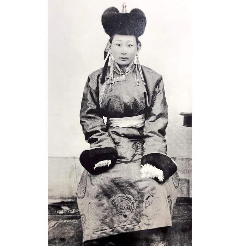 Монголын сүүлчийн хатан Н. Гэнэнпилийн хөрөг