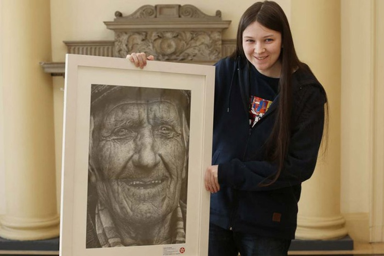 Ирланд охины зурсан хосгүй зураг