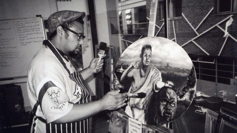 Лондон хотын орон гэргүйчүүдэд тарааж өгсөн 100 камерын дуранд...