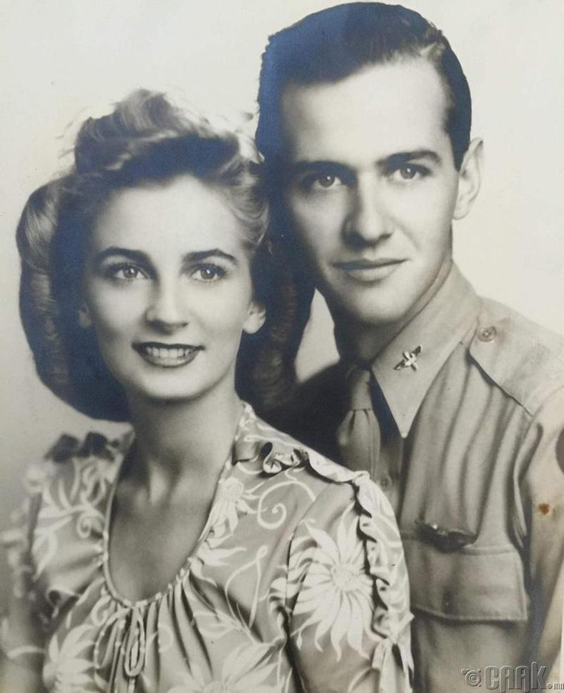 Өвөө эмээ 2 минь сүй тавих үедээ, 1944 он