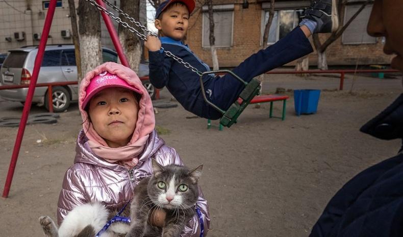 """Хойд хөршийн хамгийн """"шоовдор"""", хамгийн ядуу бүс нутагт амьдрал хэрхэн үргэлжилдэг вэ?"""