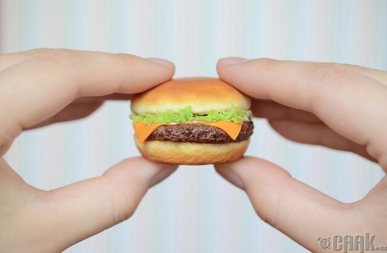 Гадуур хооллох үедээ бага порцтой хоол идэх