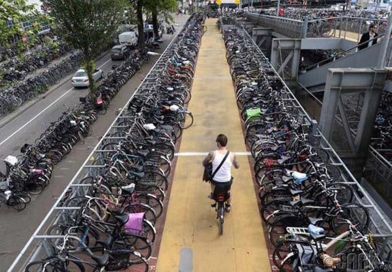 Нидерланд - Машины оронд унадаг дугуй