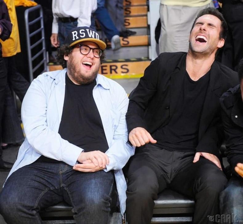 Алам Левинь (Adam Levine) болон Жона Хилл (Jonah Hill)
