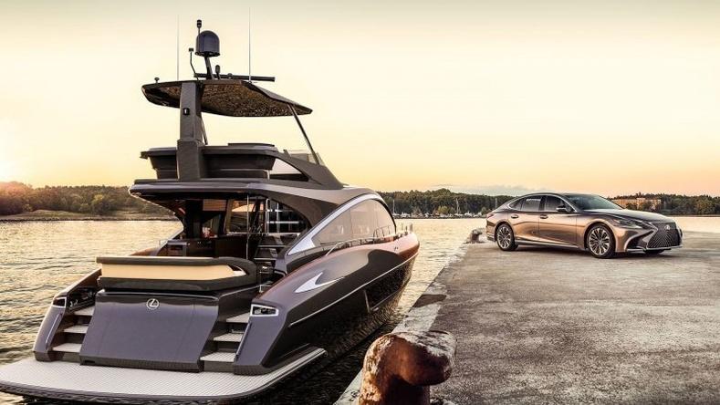 """""""Lexus"""" компанийн олныг гайхшруулсан анхны тансаг зэрэглэлийн моторт завь"""