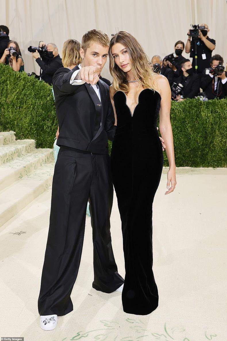 Хэйли нөхөр Жастин Биберийн хамт(Justin Bieber)