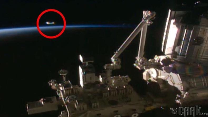 """Олон Улсын Сансрын Станц """"Оддын дайн"""" кинон дээр гардаг шиг хөлгийн зургийг авсан байна"""