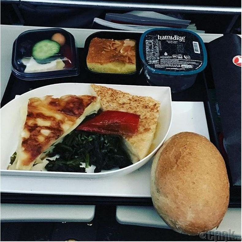 """""""Turkish Airlines"""" - Шарсан бяслагтай сэндвич, ногооны салат, бялуу"""