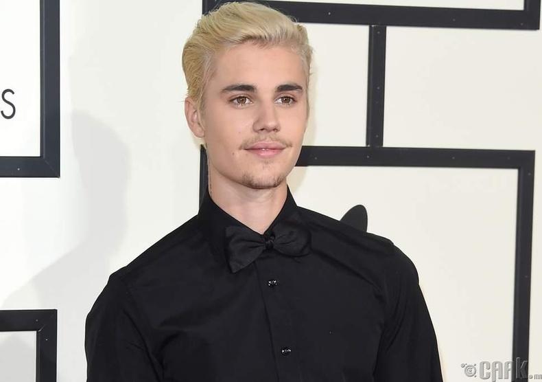 Жастин Биебер (Justin Bieber) ундааны оронд цэвэр ус захиалдаг байжээ