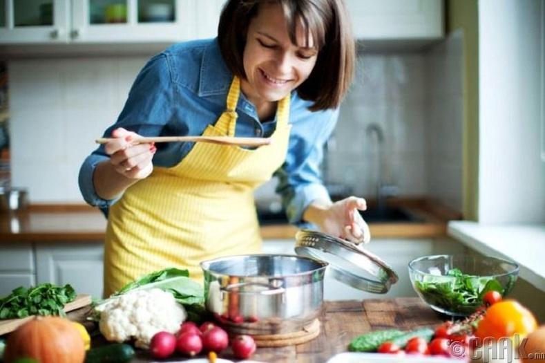 Хөргөгчинд үлдсэн зүйлсийг ашиглаад амттай хоол хийж сур