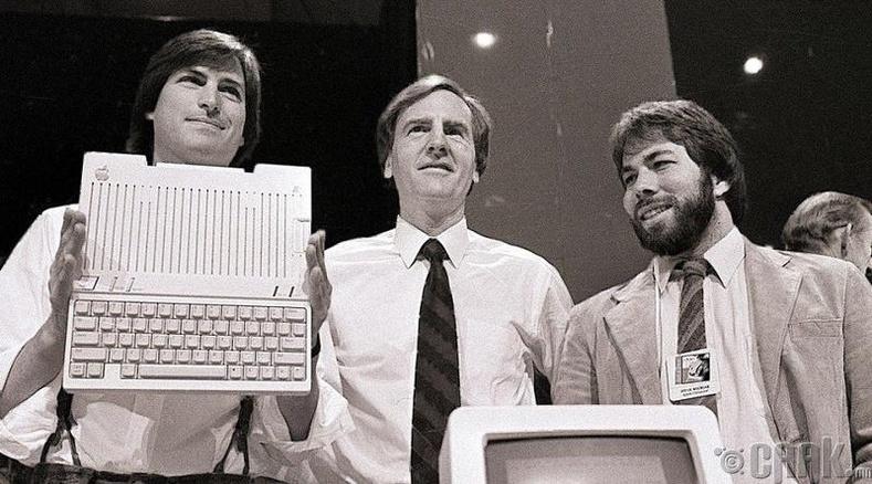 """Рональд Уэйн """"Apple"""" компанийн хувьцааг зарсан нь"""
