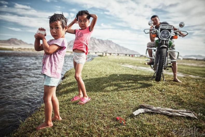 """Монгол хүүхдүүдийн """"угаалгын өрөө"""" майхны хажууханд байгааг мэдээд гайхсан"""