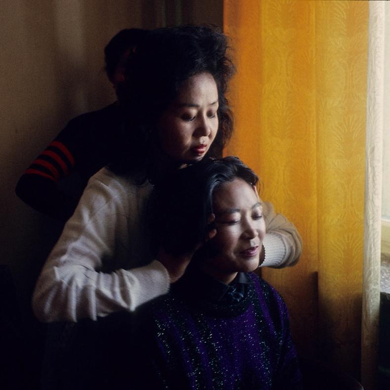 Бариач эмэгтэй үйлчлүүлэгчийн хамт  - Улаанбаатар