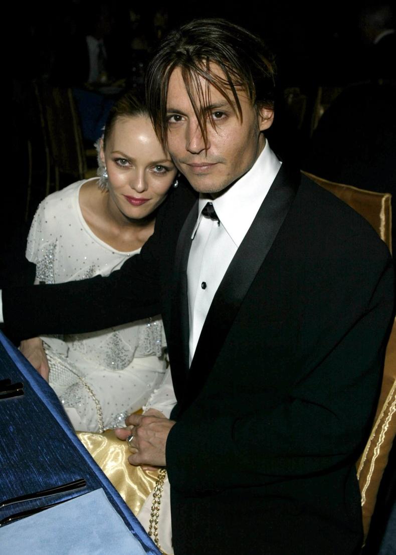 Ванесса Паради болон Жонни Депп нар 2004 оны Оскарын шагнал гардуулах ёслолын үеэр