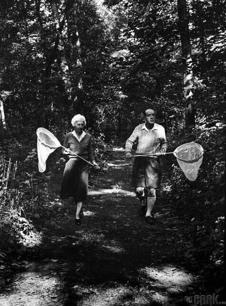 Зохиолч Владимир Набоков болон түүний эхнэр Вера Набокова