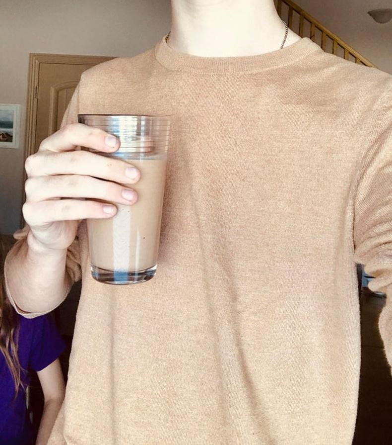 """""""Өглөөний смүүтигийн өнгө өмссөн цамцтай хоршсон нь"""""""