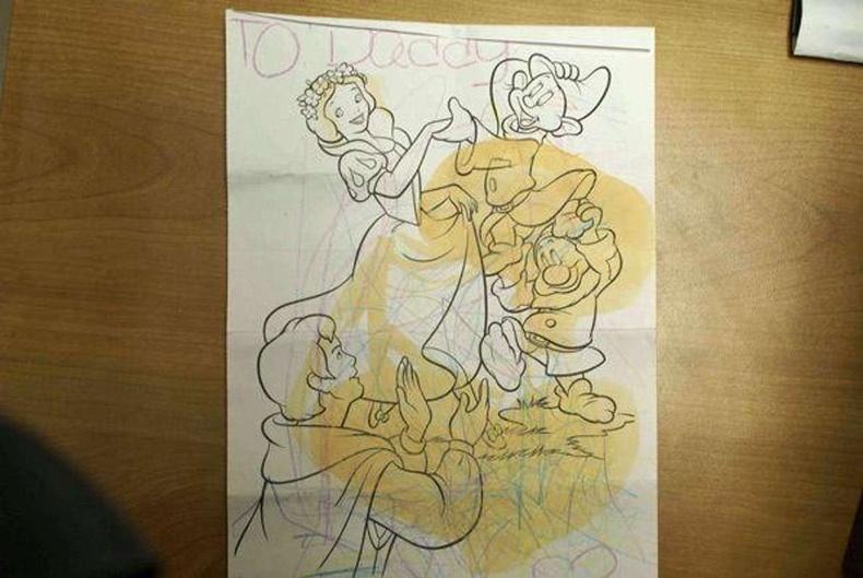 Хүүхдийн буддаг номын цаасанд хар тамхи шингээж оруулжээ