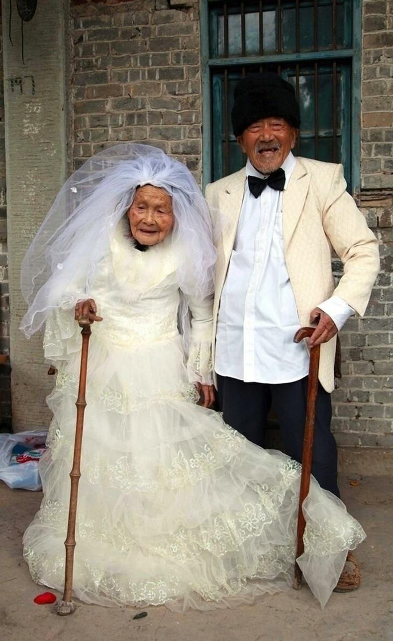 88-тай эмээ сүйт бүсгүй болох мөрөөдлөө биелүүлжээ