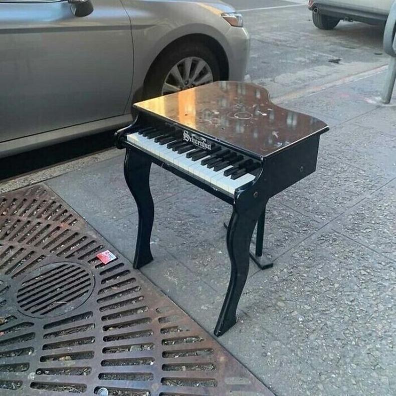 """""""Эгдүүтэй төгөлдөр хуур ямар ч жижиг зайд багтах нь байна."""""""