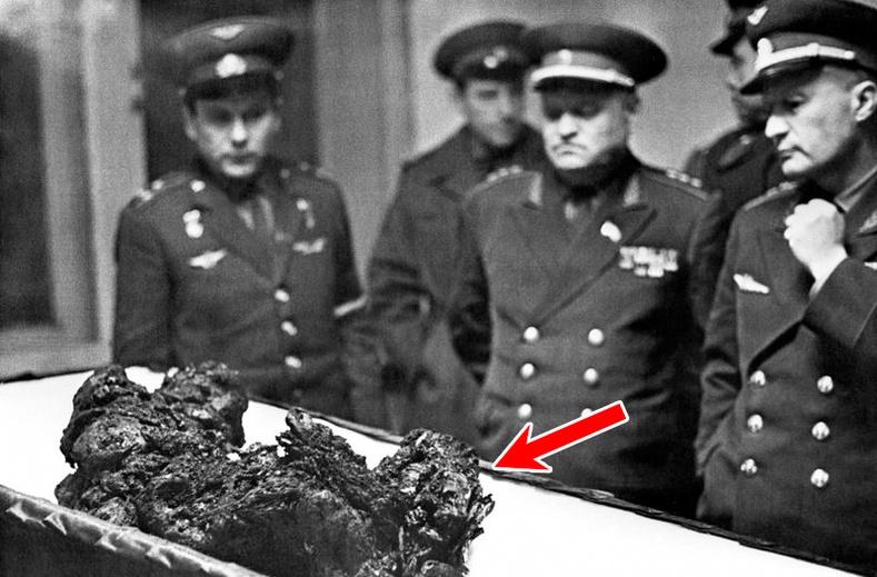 Эвдэрхий хөлөг дотор амьдаараа хайлсан Зөвлөлтийн сансрын нисэгчийн гунигт түүх