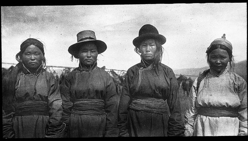 Хөвсгөл нуурын Урианхай хошууны эмэгтэйчүүд, 1926