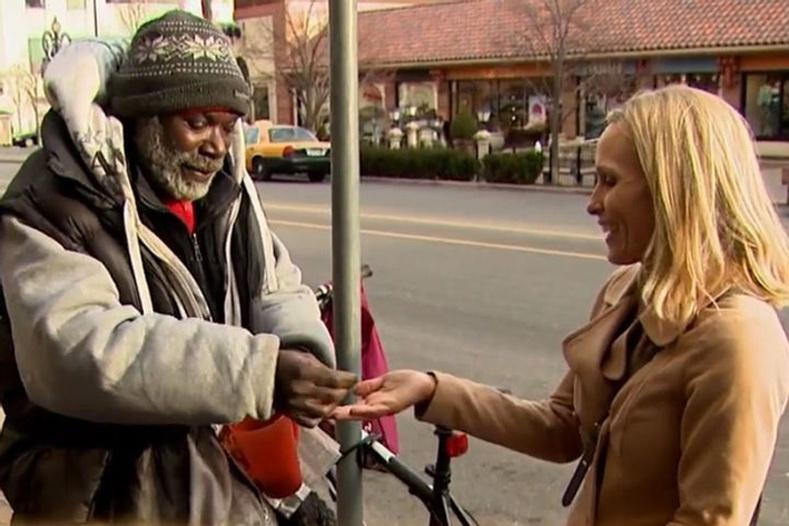 2013 онд орон гэргүй эр Билли Рэй Харрис нэгэн эмэгтэйд гудамжинд хаясан 4000 долларын бөгжийг нь буцааж өгчээ