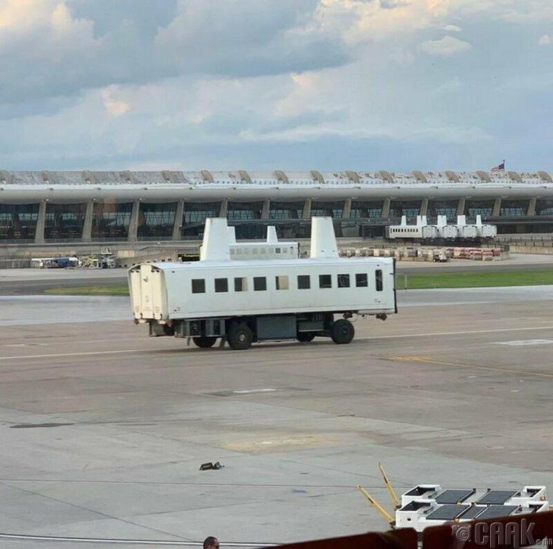 """""""Онгоцны буудал дээр ийм юм явж байна. Дээд талын яндан шиг юмнууд нь бас юу вэ?"""""""