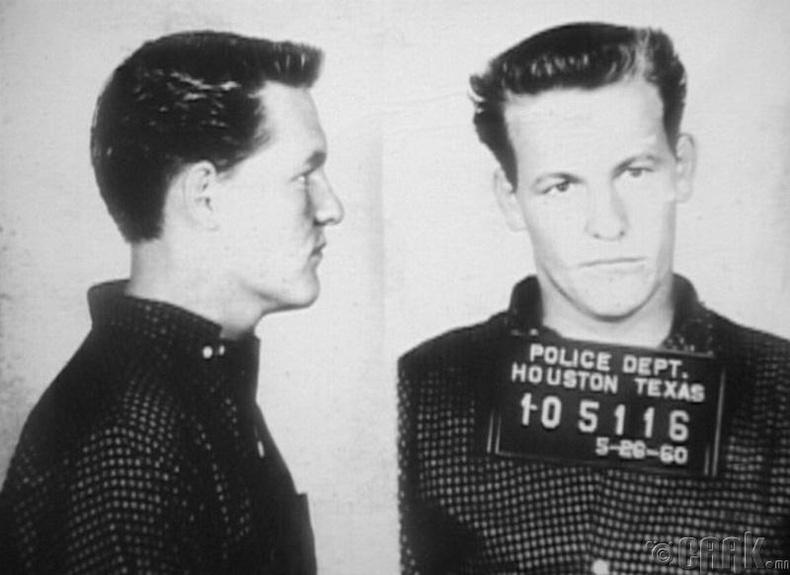 Жүжигчин Вуди Харрельсоны эцэг захиалгат алуурчин байсан гэнэ