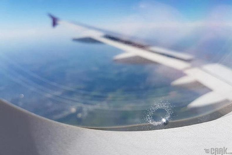 Цонхонд өчүүхэн төдий нүх гарахад л бүх зүйлийг сорон онгоц осолдох болно