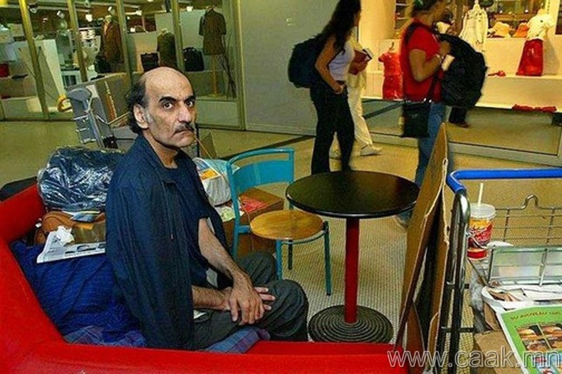 Нисэх онгоцны буудалд 18 жил амьдарсан залуу.