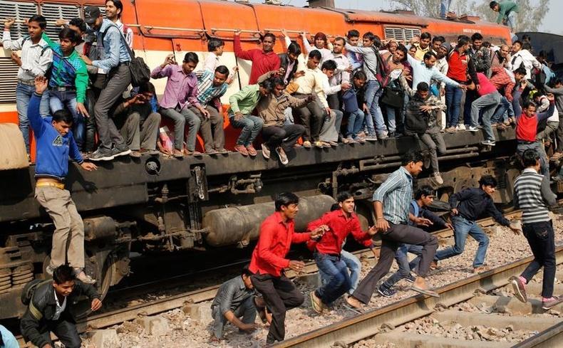 Энэтхэгийн төмөр зам бол тус улсын хамгийн ачаалалтай салбар юм.