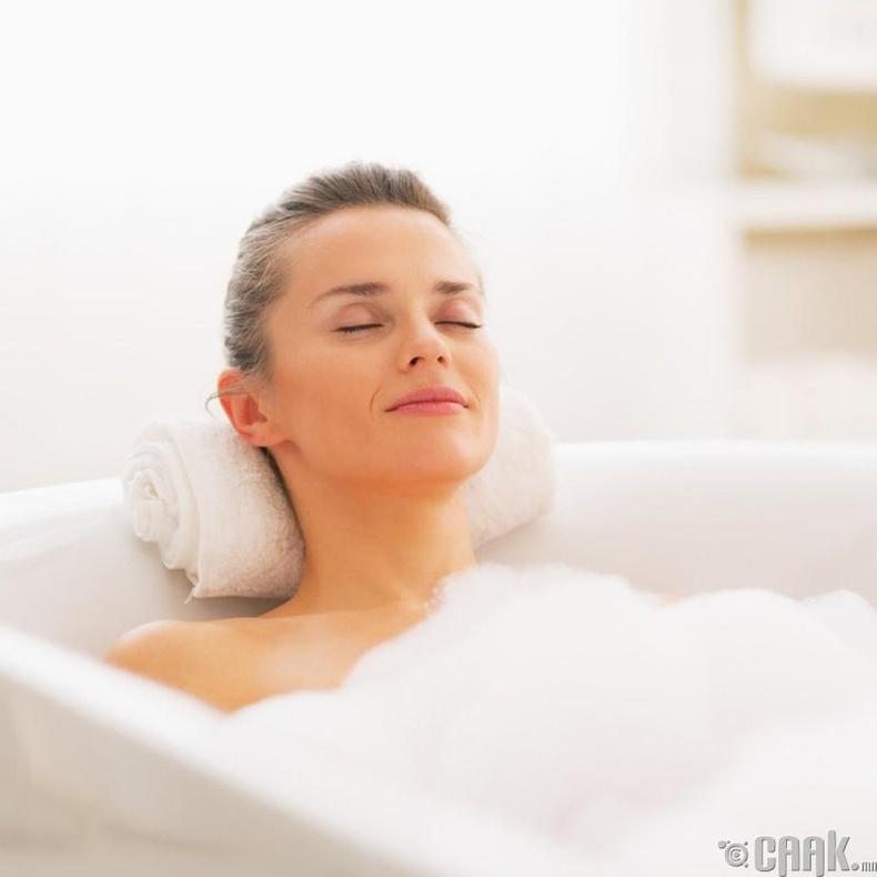 Халуун ваннд хэвтэх