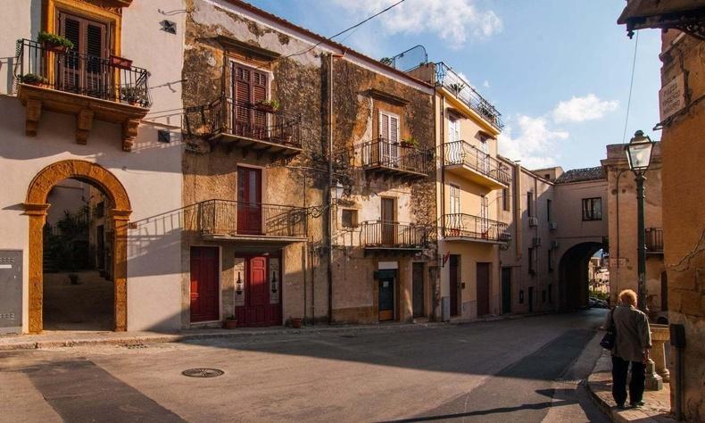 Италийн Сицили арал дахь ердөө 1 еврогийн үнэтэй сууцнууд