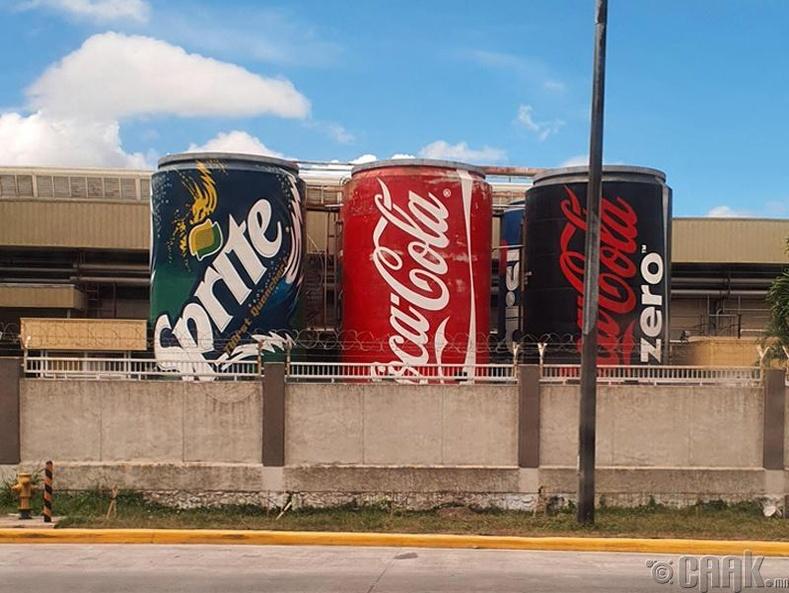 """""""Кока Кола"""" үйлдвэрийн гаднах торхнууд"""