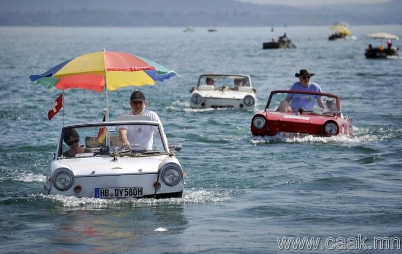 Швейцарийн усаар явдаг машин.
